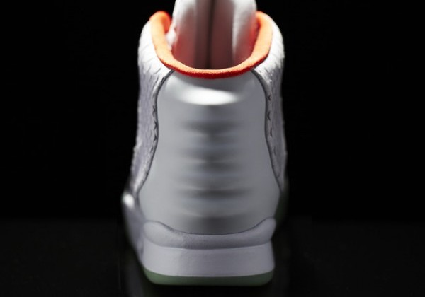 Nike_Air_Yeezy_II_Back_10953