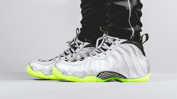 Nike Air Foamposite One Metallic Silver/Volt