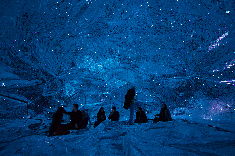 loop.ph-constructs-the-cosmos-within-inflatable-infinity-space-designboom-07