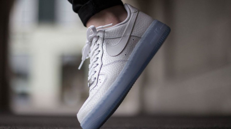 nike-air-force-1-low-wmns-white-icy-sole-1