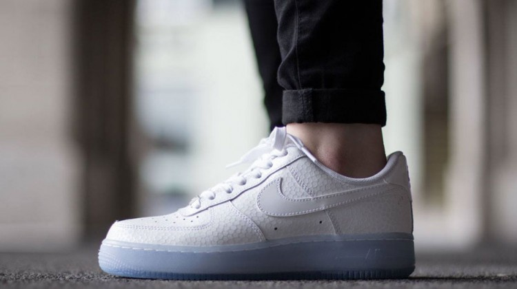 nike-air-force-1-low-wmns-white-icy-sole-2
